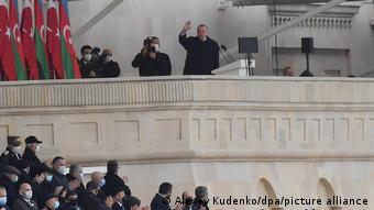 Ο Ταγίπ Ερντογάν σε στρατιωτική παρέλαση στο Μπακού