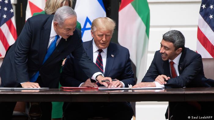 ترامب أثناء توقيع اتفاق سلام بين الإمارات وإسرائيل