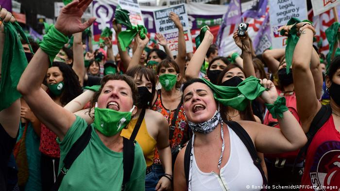 Argentinas comemoram votação na Câmara que legalizou o aborto
