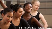 Proud ballet student with peers in a dance studio model released Symbolfoto property released PUBLICATIONxINxGERxSUIxAUTxONLY Copyright: xCreatistax Panthermedia06920373