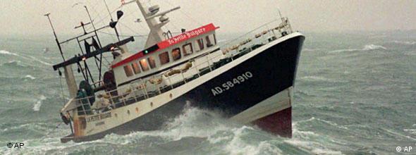 No Flash Fischtrawler auf hoher See