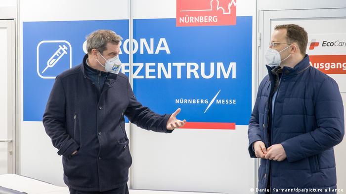 دافع وزير الصحة ينس شبان ورئيس حكومة ولاية بافاريا ماركوس زودر (الصورة) عن إجراءات الحدود.