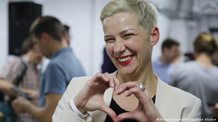 Мария Колесникова с жестом в виде сердечка