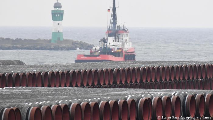 Трубы для газопровода Северный поток - 2 в порте Мукран в Германии, декабрь 2020