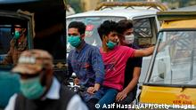 Pakistan Covid-19 | Menschen mit Masken in Karachi