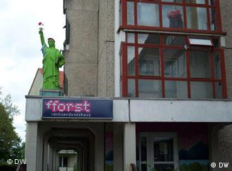 Students' self-administered house in Frankfurt/Oder with replica of Statue of Liberty