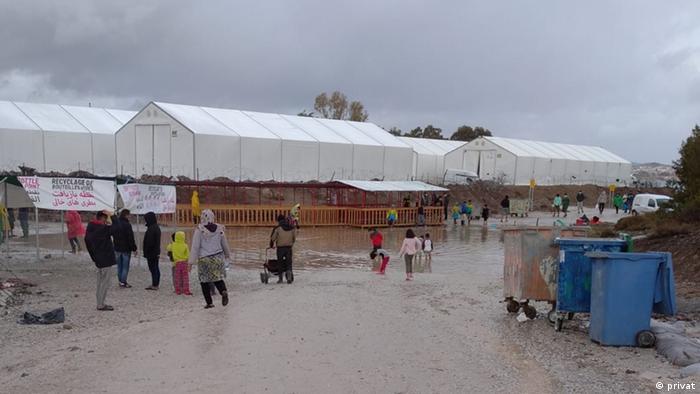 بار دیگر باران شدید باعث شد که خیمه های مهاجران در کمپ تازه تاسیس شده کارا تیپه پر از آب گردند. این چندمین بار است که با فرا رسیدن فصل سرما، باشندگان این اردوگاه با سیلاب روبرو میشوند.