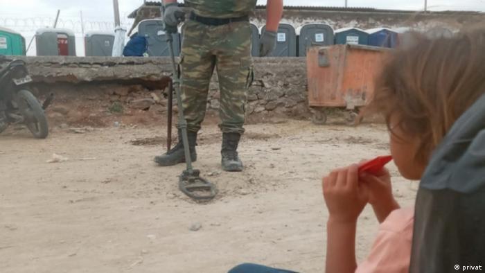 مهاجران به سرعت به مسئولین کمپ خبر دادند و نیروهای امنیتی با وسایل ماین روبی به محل آمده و خمپاره هاوان را منتقل کردند. قبل از این نیز همزمان با حضور هزاران مهاجر در این اردوگاه، جستجو برای مهمات منفجر نشده ادامه داشته است.