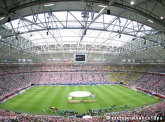 La Veltins-Arena de Gelsenkirchen, del FC Schalke 04, con record de abonados en esta temporada. 42.000 personas asisten como promedio a cada juego de la Bundesliga, un récord europeo.