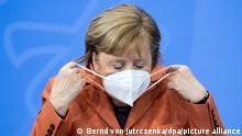 Bundeskanzlerin Angela Merkel mit Schutzmaske
