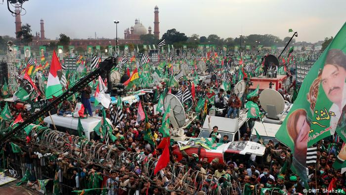A Pakistani movement to topple the country's military-backed government gathered momentum on Sunday as tens of thousands of activists attended an opposition rally