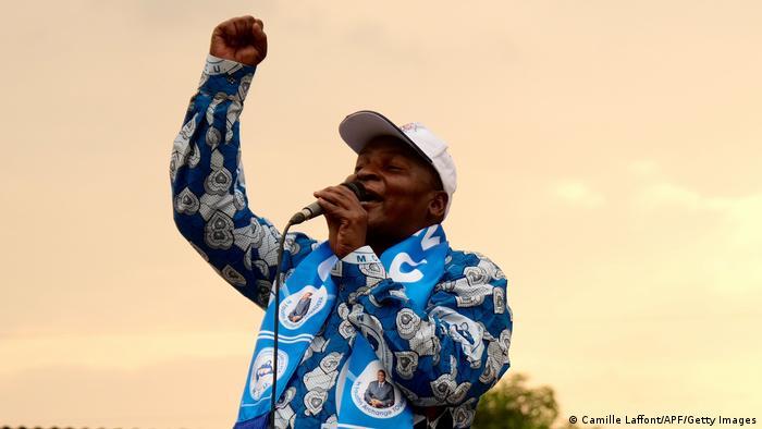 Le président sortant Faustin Archange Touadera fait face à 16 candidats dont une seule femme.