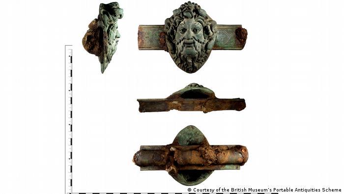 Adorno de mobília romana com o rosto do deus grego Oceano
