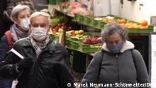 Themenbilder   Tübingen und Corona: Senioren auf dem Markt am Tübinger Marktplatz
