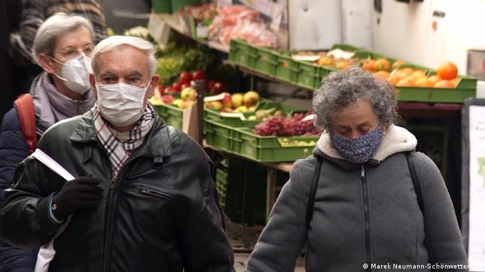 Themenbilder | Tübingen und Corona: Senioren auf dem Markt am Tübinger Marktplatz.
