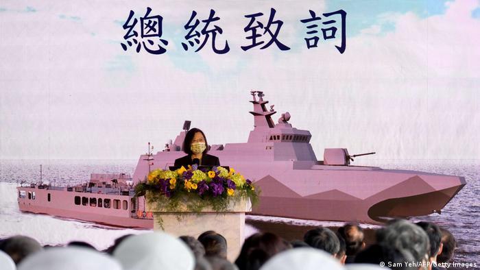 Taiwan Präsidentin Tsai Ing-wen stellt neue Kriegsschiffe vor