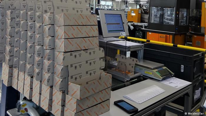 iPad und Ipod unterstützen Mitarbeiter*innen in der Montage