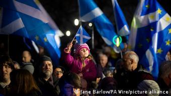 Οι περισσότεροι Σκωτσέζοι φαίνεται να στηρίζουν τη συμμετοχή στην ΕΕ