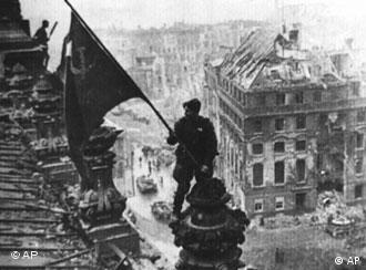 Soviet soldier raises flag over Reichstag