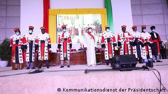 Alpha Condé intronisé en présence de plusieurs chefs d'Etat et de gouvernement.