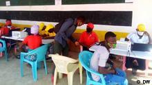 Titel: Kampagne zur Registrierung von Vertriebenen in Cabo Delgado, Mosambik Bildbeschreibung: Tausende Vertriebene können ihre Ausweispapiere durch eine Registrierungskampagne der Regierung von Mosambik in Cabo Delgado wiederherstellen. Fotograf: Unsere Korrespondent Delfim Anacleto, Pemba, Mosambik, 15.12.2020 Schlagworte: Mosambik, Cabo Delgado, Bewaffnete Angriffe, Registrierungskampagne, Vertriebene -- Zulieferung durch Jorge de Noronha