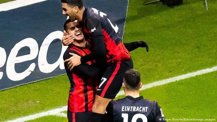 André Silva festeja su gol para el Eintracht Frankfurt