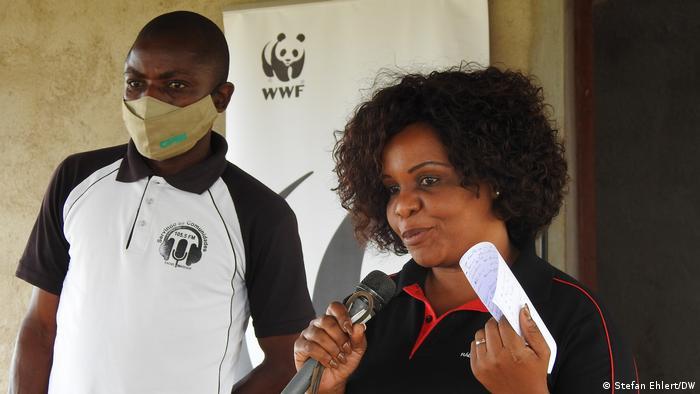 Wilderei Mosambik I Moderatorin Énia Bila von Radio Moçambique in Captine