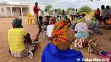 Wilderei Mosambik I Radio unterm Baum - in Povoado de Cumane