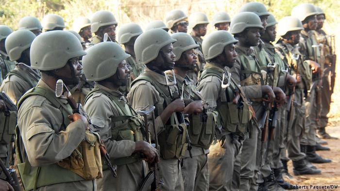 As forças especiais da polícia moçambicana (Unidade de Intervenção Rápida - UIR / Polícia da República de Moçambique - PRM) na sua base em Palma, na província de Cabo Delgado, onde lutam contra rebeldes terroristas.