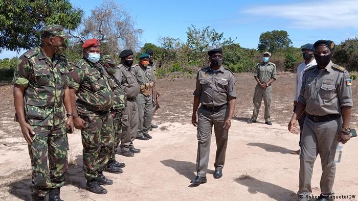 Foto de arquivo: Bernardino Rafael, ao centro, com agentes das FDS, em Palma.