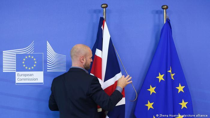 Brexit I EU und UK Flagge