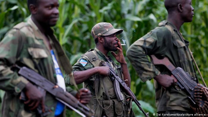 Kämpfer der Mai-Mai Milizen im Kongo
