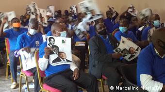 Jovens apoiadores da RENAMO na província da Zambézia, Moçambique