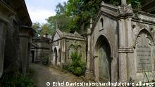 Egyptian Avenue, Highgate Cemetery West, Highgate, London, England, United Kingdom, Europe