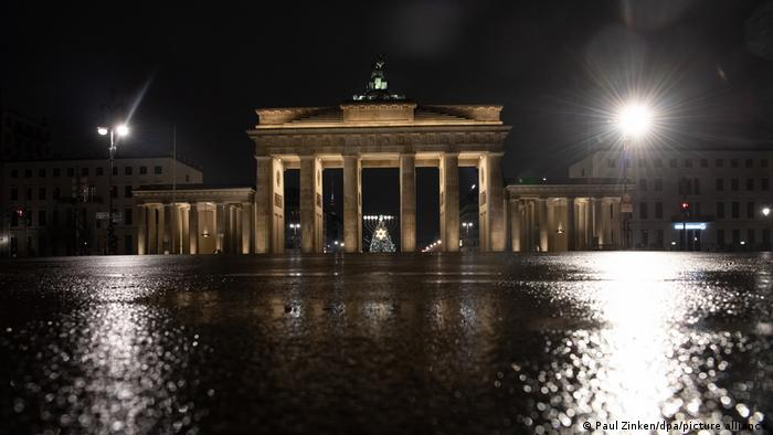 The Brandenburg Gate with no people