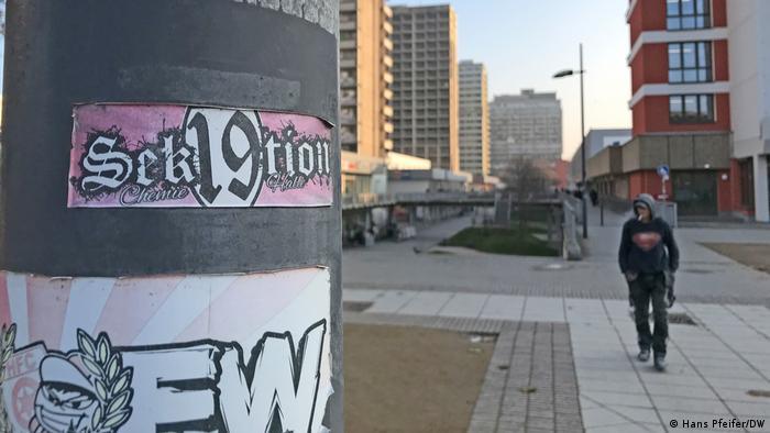 Graffiti on a concrete pole in Halle-Neustadt