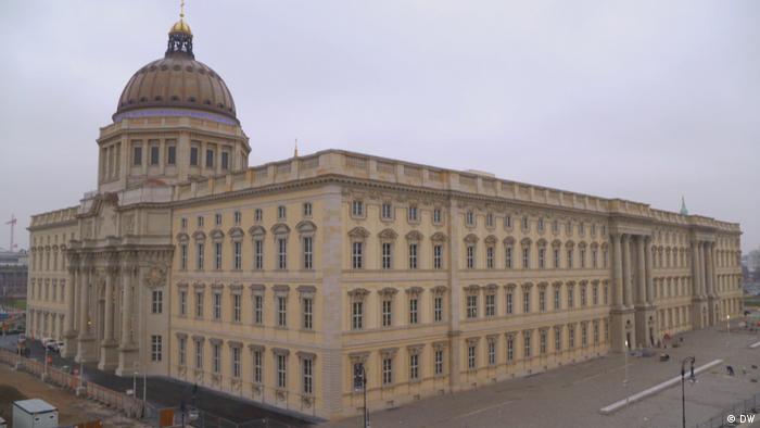 Forum Humboldtów w Berlinie z odbudowaną barokową fasadą dawnego Zamku Miejskiego