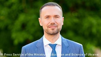 До призначення на посаду Сергій Шкарлет упродовж семи місяців виконував обов'язки міністра освіти і науки України