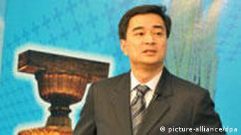 Thai Prime Minister Abhisit Vejjajiva is ready to call a new election