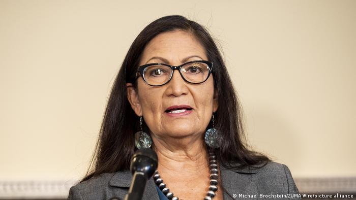 Деб Хааланд, представительница индейского племени Лагуна Пуэбло, номинирована на пост министра внутренних дел США