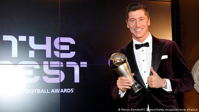 Robert Lewandowski holding the FIFA Men's Player 2020 trophy