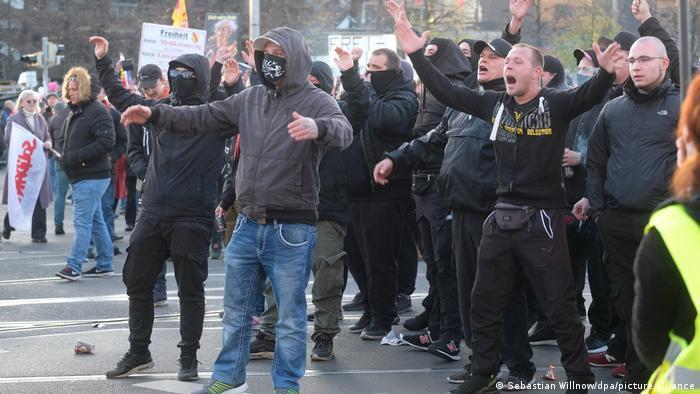 Демонстрация «латерального мышления» в Лейпциге.