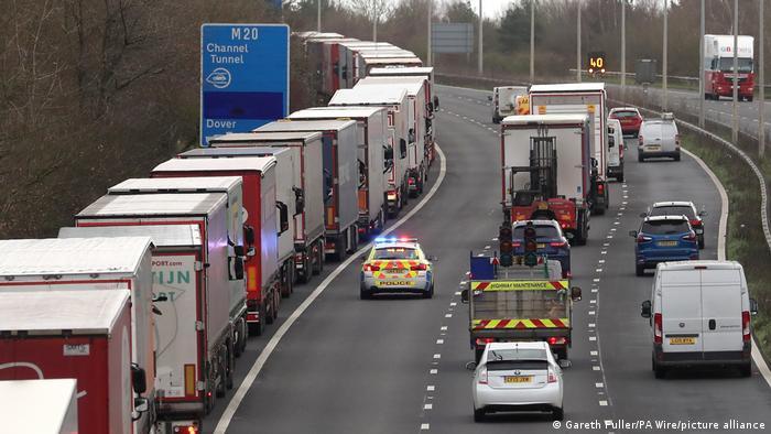 Schon bald Standard: LKW stauen sich vor dem Eurotunnel