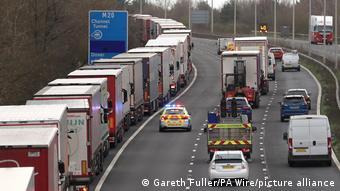 Автомобильная пробка в Великобритании перед Евротоннелем