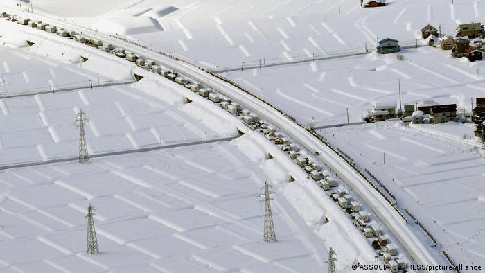 Cars stuck in Niigata Prefecture