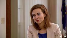 Screenshots DW Interview mit Alma Zadić