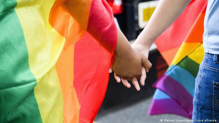 Simbol LGBT +