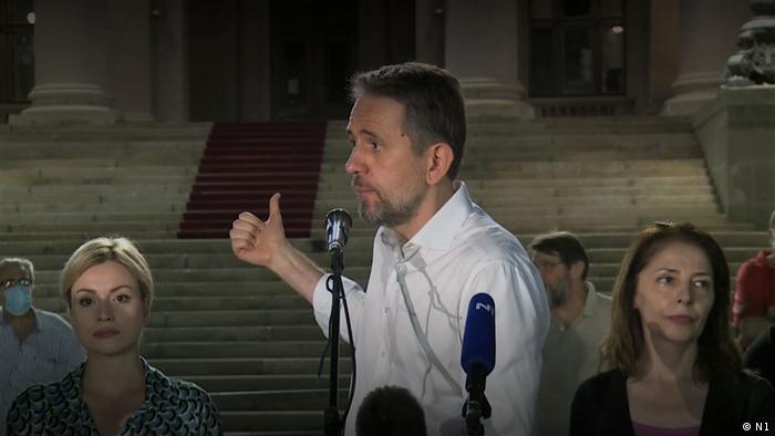 Saša Radulović na prosvijedu ispred beogradske Skupštine u kolovozu