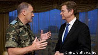 وستروله از واحدهای نظامی آلمان در لبنان بازدید کرد