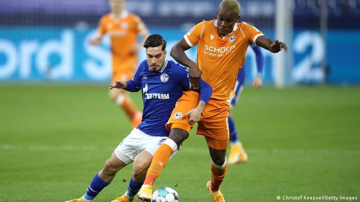 FC Schalke 04 vs Arminia Bielefeld .